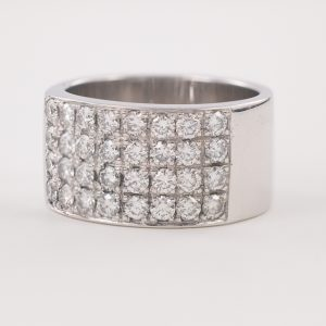 Anillo oro blanco con 32 diamantes
