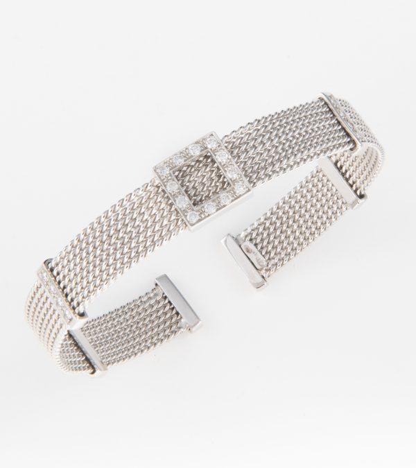 Pulsera Rígida fabricada en oro blanco de 18k con diamantes en talla brillante.